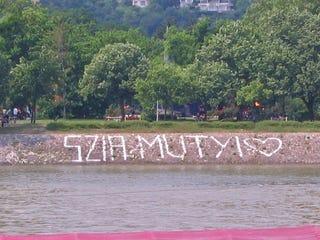 Illustration for article titled Mutyi – a Jobbik és az LMP kapitális hibát követett el ugyanazon a napon