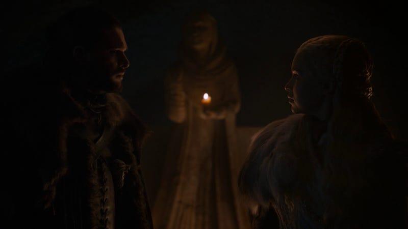 Jon Nieve y Daenerys Targaryen en la cripta de Invernalia junto a la estatua de Lyanna Stark
