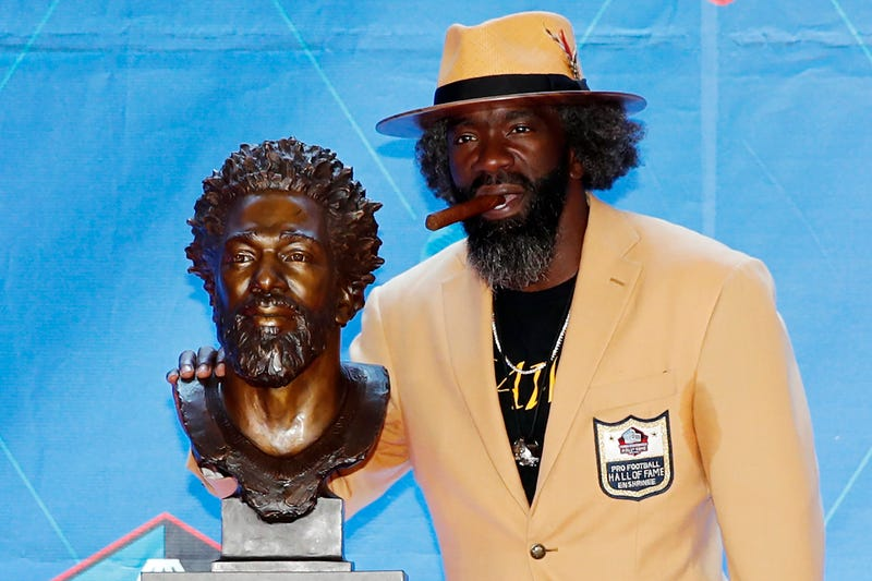 Illustration for article titled Ed Reed's Pro Football Hall Of Fame Bust Deserves Its Own Hall Of Fame