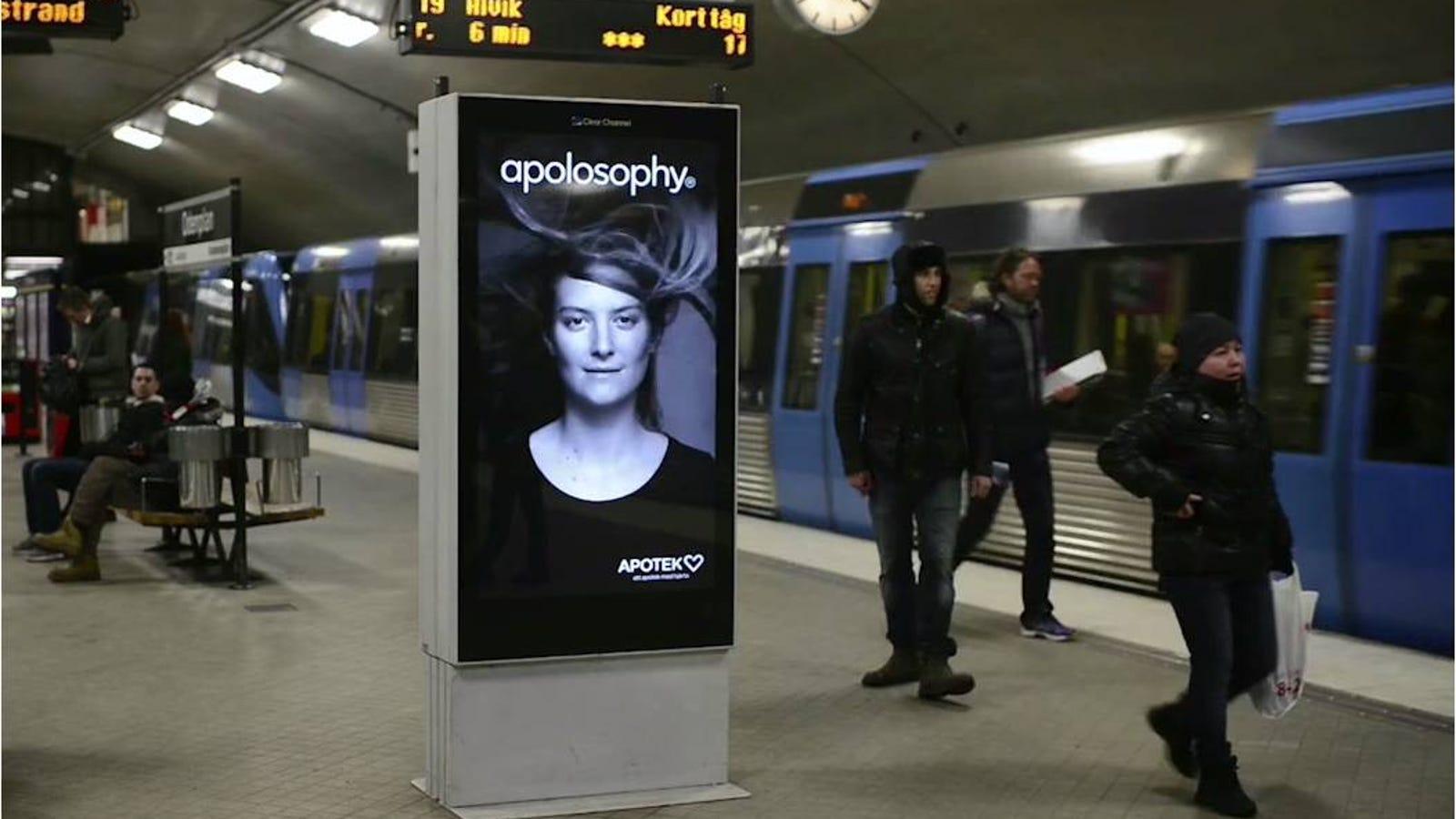 La modelo de este anuncio cobra vida cuando llega el metro