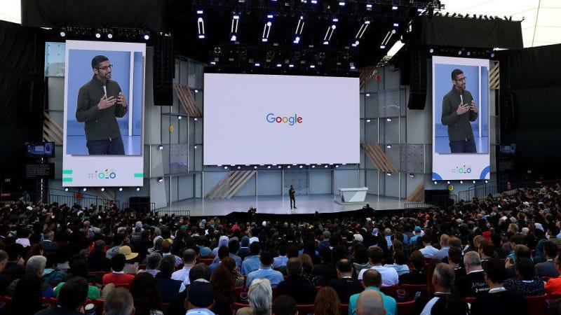 El CEO de Google, Sundar Pichai, se dirige al público en la Conferencia Google I/O de 2018.