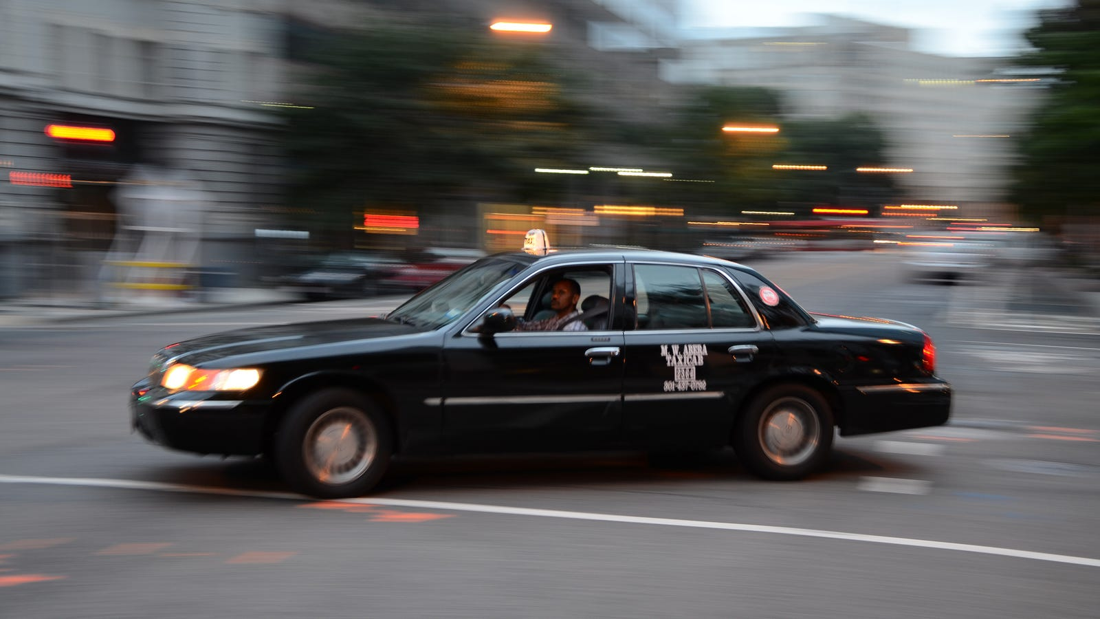 d c taxi drivers gridlock downtown to protest uber and lyft. Black Bedroom Furniture Sets. Home Design Ideas