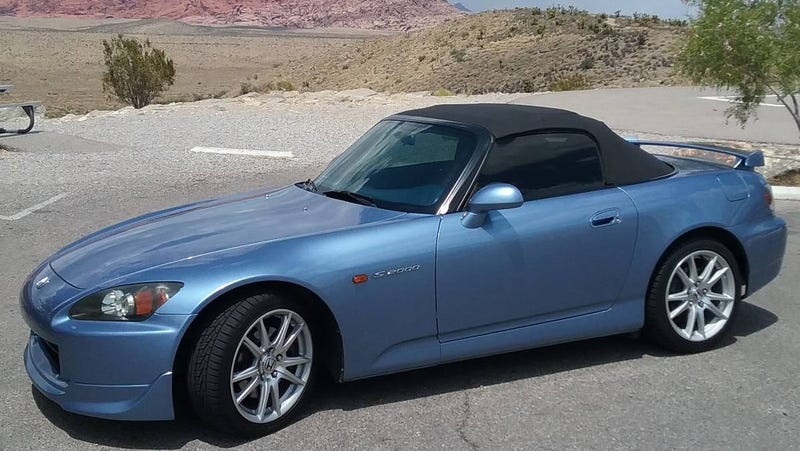 Illustration for article titled At $18,250, Would You Toy With Buying This 2004 Honda S2000?