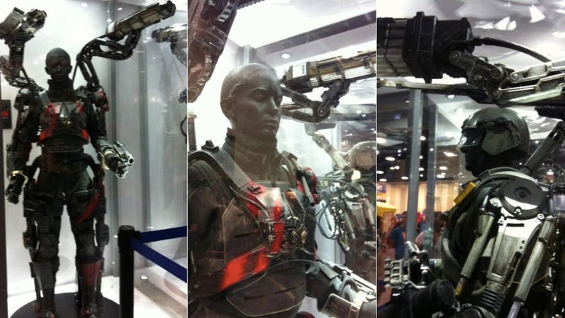 See Tom Cruise And Emily Blunt S Mecha Suits From Edge Of