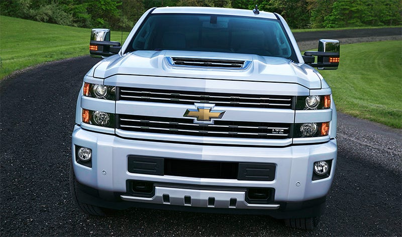 the chevy silverado 39 s new hood scoop looks hungry. Black Bedroom Furniture Sets. Home Design Ideas