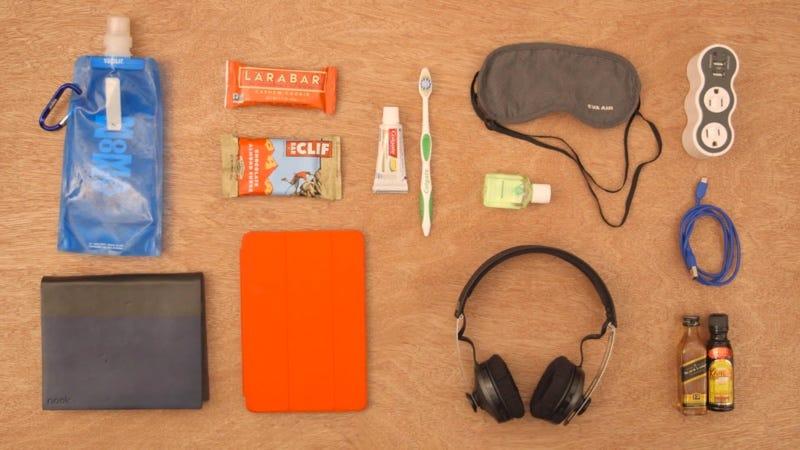 cc4e3dc12 Illustration for article titled 9 cosas que tiene que haber en tu equipaje  de mano para