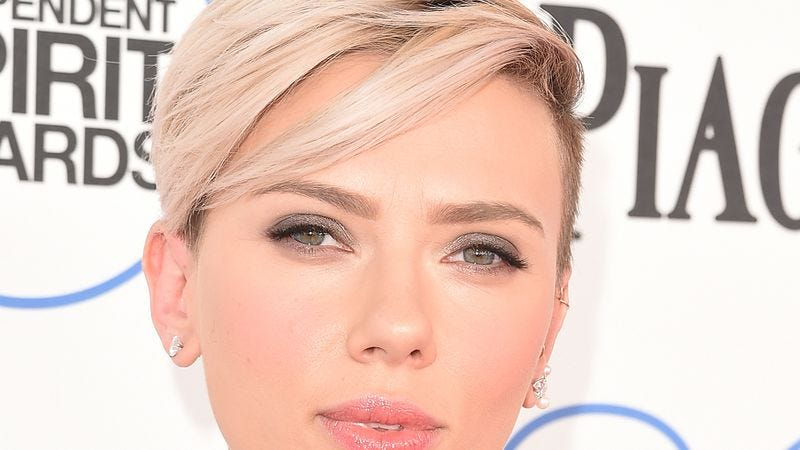Illustration for article titled Let This List Be A Sanctuary For Poorly Cropped Photos Of Scarlett Johansson