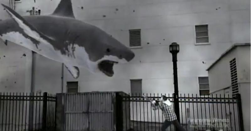 Illustration for article titled Itt a SharkNado teljes láncfűrészes jelenete!