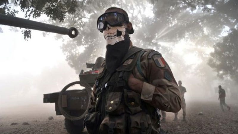"Illustration for article titled The Silly Outrage Over A Soldier Wearing A ""Call Of Duty"" Mask"