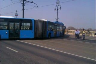 Illustration for article titled Keresztbeállt egy busz a Margit hídon, elég érdekesen nézett ki