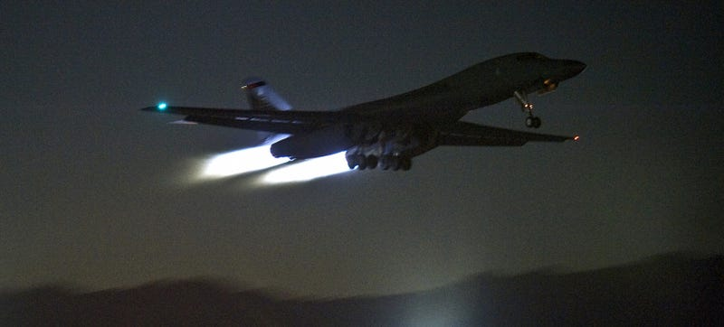 "Illustration for article titled A B-1B ""Bone"" Night Launch Is An Otherworldly Experience"