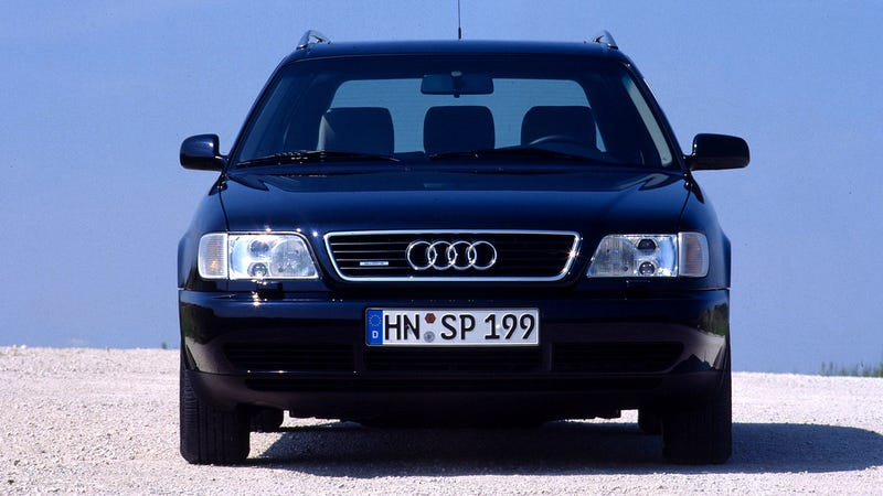 Illustration for article titled Here Is Why '90s German Cars Had Stubby Passenger-Side Mirrors