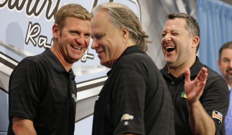 Illustration for article titled NASCAR Fans Are Freaking Out Over Stewart-Haas Racing's Switch From Chevy To Ford
