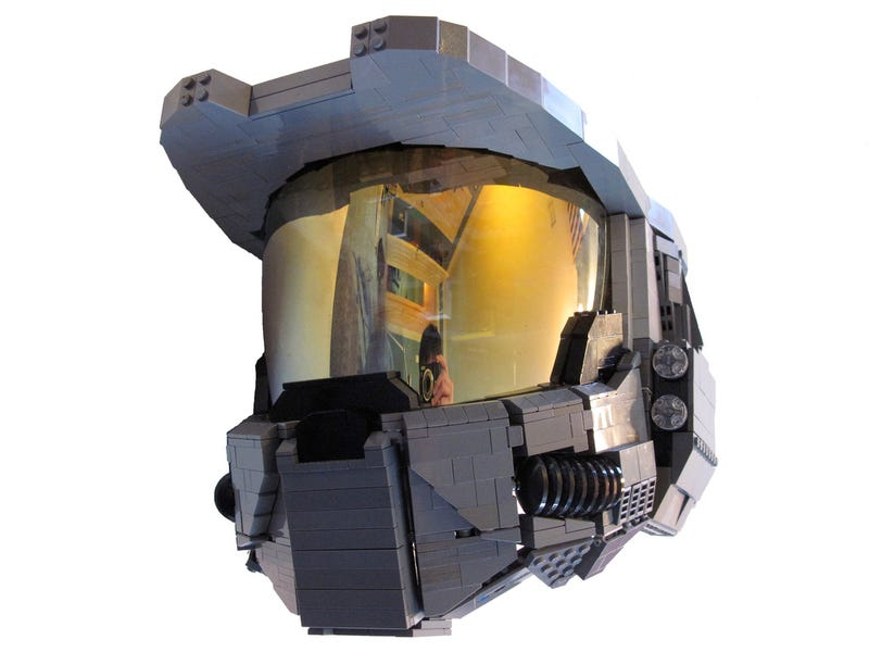 Illustration for article titled The Lego Master Chief Helmet You Can Actually Wear