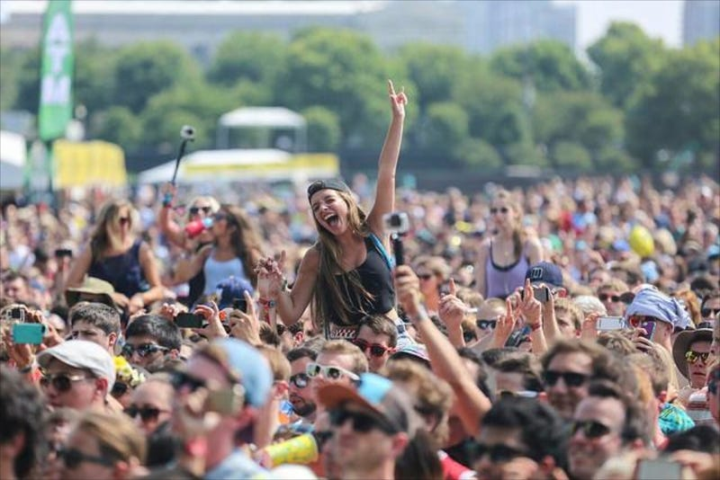 Illustration for article titled Lollapalooza Bans Selfie Sticks, Becomes Slightly More Tolerable