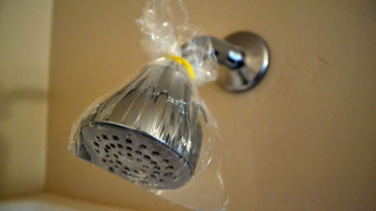 Tie a Bag of Vinegar Around Your Shower Head to Clean It with No Effort