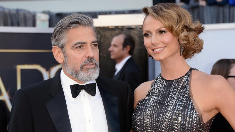 Illustration for article titled George Clooney Says He Didn't Hold Hands with Any Non-Keibler Women