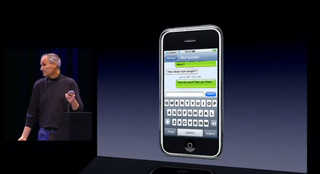 Illustration for article titled Blue send button during 1st iPhone Keynote?
