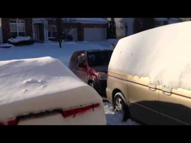 Quickly Clean Snow Off Your Car By Putting a Tarp Down Before the Storm