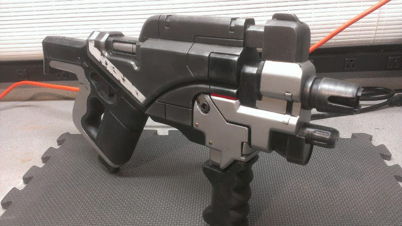 Illustration for article titled Fight for Humanity with this Awesome Mass Effect Gun Replica