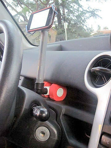 Illustration for article titled Smartphone Car Mount Made In Under 10 Minutes and For Less Than $2