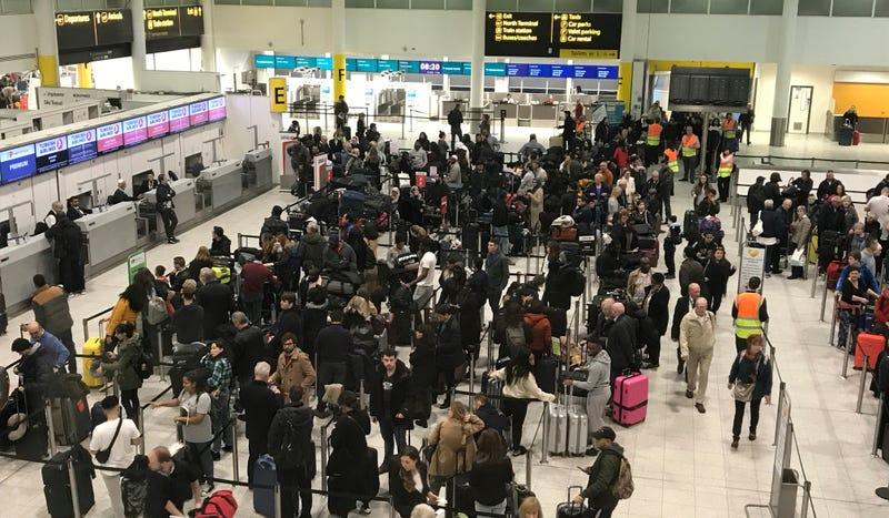 Illustration for article titled Cómo pueden unos drones generar tanto caos y cerrar más de 24 horas el segundo aeropuerto más grande de Reino Unido