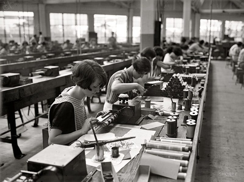Illustration for article titled Radio Girls on the Old-School, High-Tech Assembly Line