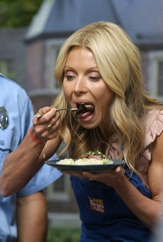 Illustration for article titled Kelly Ripa Opens Pretty Wide
