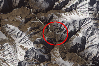 Illustration for article titled This Gigantic Landslide In Northern India Can Be Seen From Space