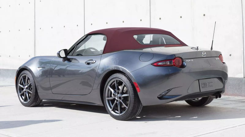 You Can Order A 2018 Mazda Miata With A Red Top Finally