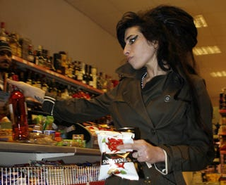 Illustration for article titled Amy Winehouse Stops For Crisps & Wine