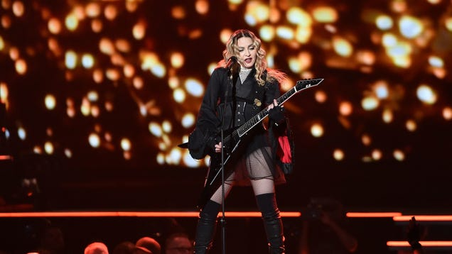 Venue attempts to call curfew on Madonna, which went about as well as you'd expect