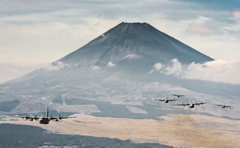 Illustration for article titled 100 Stunning Photos Of The US Air Force Operating Around Japan