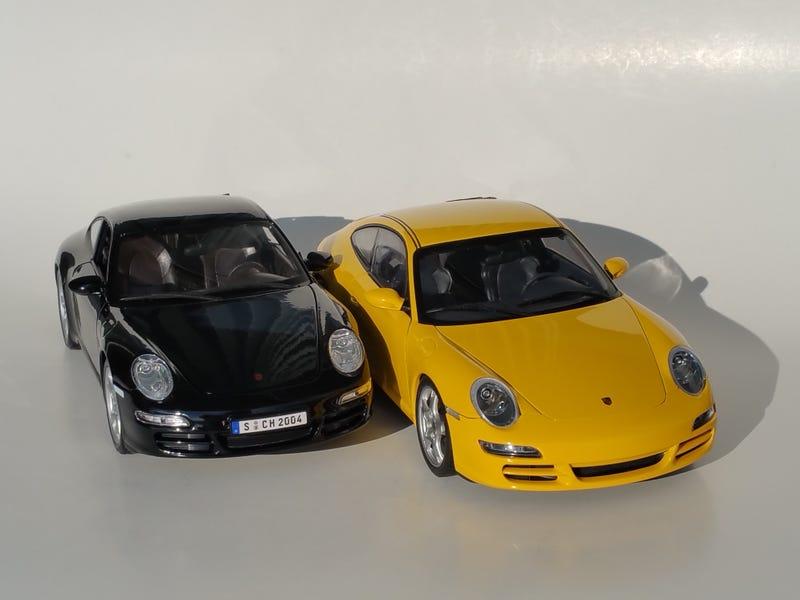 Illustration for article titled Teutonic Tuesday Battle: Porsche 911 Carrera S, AUTOart vs. Maisto