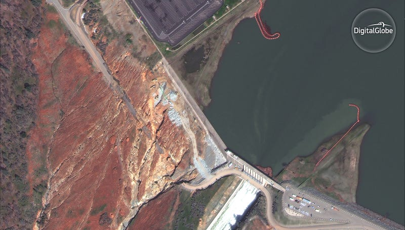 Dramatic Satellite Images Show the Oroville Dam From Drought to Overflow