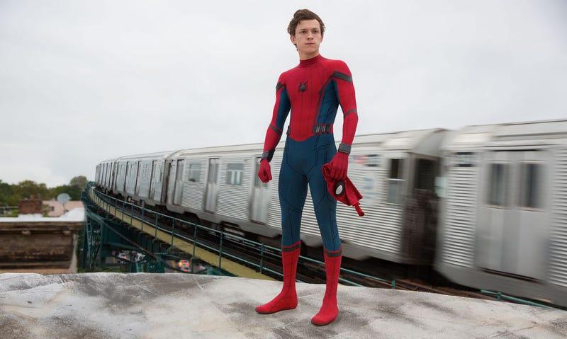 Illustration for article titled Un vídeo filtrado de Spider-Man: Far from home confirma el retorno de dos personajes: Maria Hill y Nick Furia