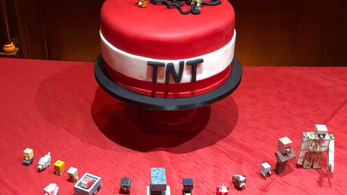 Minecraft Players Are Celebrating 10 Years With Cakes