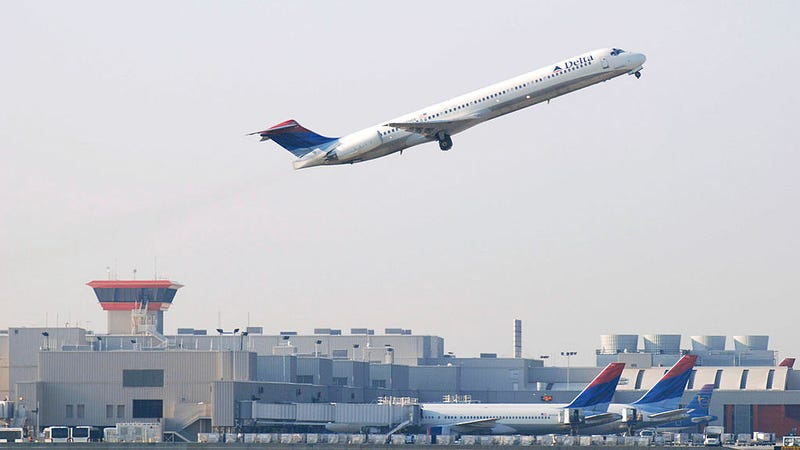 A Delta Air Lines Inc. plane takes off from Atlanta's Hartsfield-Jackson International Airport April 15, 2008 in Atlanta.