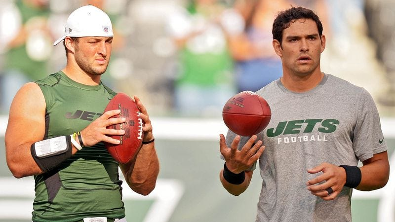 Illustration for article titled Mark Sanchez, Tim Tebow Warm Up By Throwing Ball In Direction Of One Another