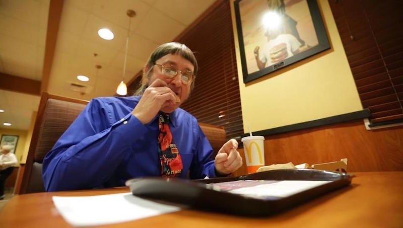 Don Gorske comiendo una Big Mac.