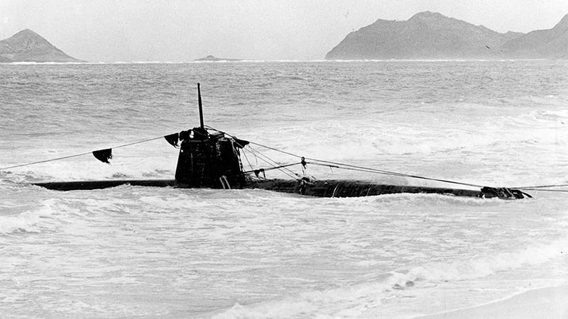 The Japanese mini submarine HA-19 (similar to the mini sub sunk by the USS Ward), which washed ashore on December 8, 1941. (Image: Naval History and Heritage Command)