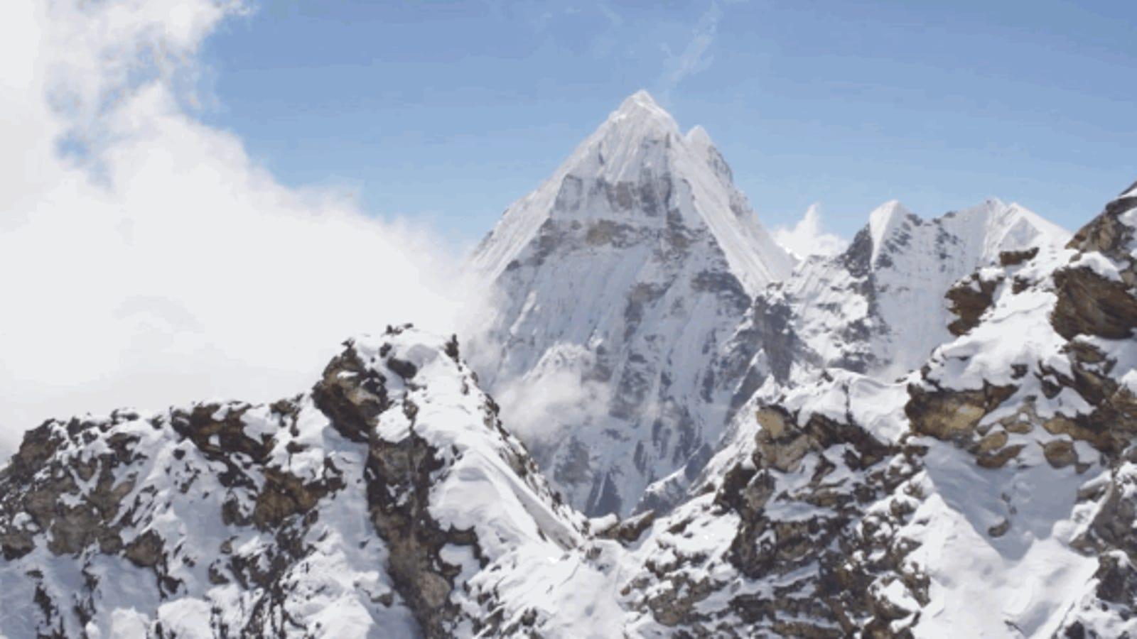 Vuela sobre el Himalaya con este impresionante vídeo aéreo en UltraHD
