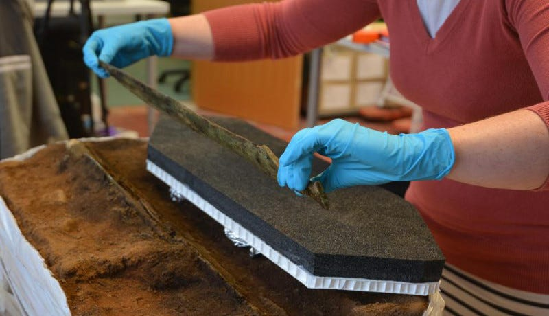 Careful, now—that sword is 3,000 years old. (Image: GUARD Archaeology)
