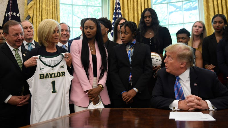 Illustration for article titled Do You Think These Baylor Athletes Had Fun at the White House?