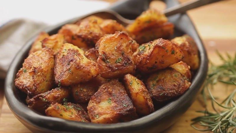 Este es el truco para que las patatas asadas salgan más crujientes