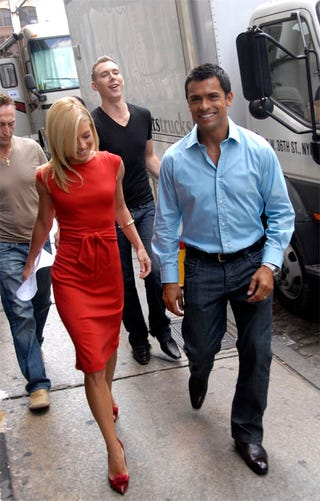 Illustration for article titled When Did Kelly Ripa Turn Into The Smiling Version Of Posh Spice?