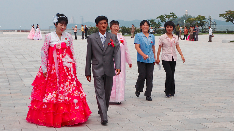 Illustration for article titled Chickens and Supreme Leader: What Weddings Look Like In North Korea