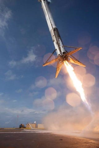 Illustration for article titled What Are These Strange Dark Marks On SpaceX's Falcon 9 Rocket?