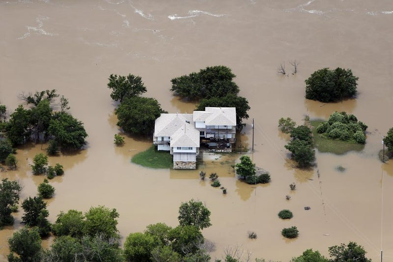 Flood waters from the Brazos River surround a home in Weatherford, Texas on Friday, May 29th. Image: Brandon Wade/AP