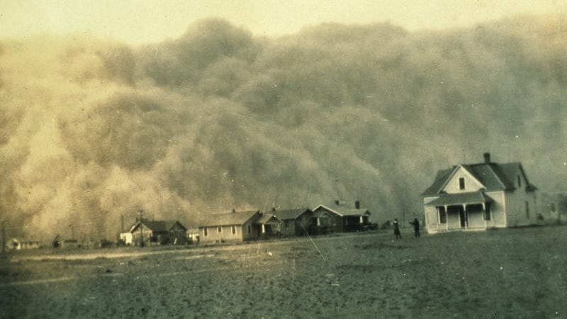 A dust storm in April 1935 about to give Stratford, Texas a very bad day. Photo Courtesy NOAA